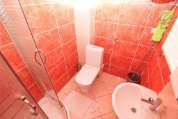 Ванная комната. Продается квартира в Игало. 71м2, гостиная, 3 спальня, большой балкон с шикарным видом на море, 300 метров до моря, цена - 142'000 Евро.  в Игало