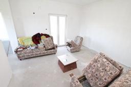 Гостиная. Продается недостроенный дом в Герцег-Нови, Поди. 100м2, 470м2 участок, завершены грубые работы, гостиная, 2 спальни, цена - 70'000 Евро. в Герцег Нови