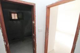 Коридор. Продается недостроенный дом в Герцег-Нови, Поди. 100м2, 470м2 участок, завершены грубые работы, гостиная, 2 спальни, цена - 70'000 Евро. в Герцег Нови