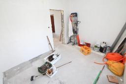 Спальня. Продается недостроенный дом в Герцег-Нови, Поди. 100м2, 470м2 участок, завершены грубые работы, гостиная, 2 спальни, цена - 70'000 Евро. в Герцег Нови