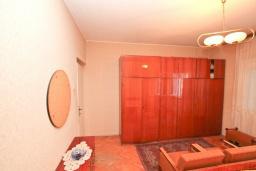 Спальня 2. Продается 2-х этажный дом 127м2, с участком 300м2, в Герцег-Нови, Савина. 2 гостиные, 3 спальни, 2 ванные комнаты, балкон и терраса, 70 метров до моря, цена -   300'000 Евро. в Герцег Нови