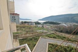 Вид на море. Продается квартира в Игало, Гомила. 52м2, гостиная, 1 спальня, балкон с видом на море, 700 метров до моря, цена - 78'000 Евро. в Игало