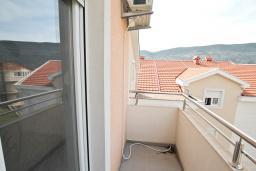 Балкон. Продается квартира в Игало, Гомила. 46м2, гостиная, 1 спальня, балкон, 700 метров до моря, цена - 64'400 Евро. в Игало