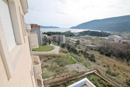 Вид на море. Продается квартира в Игало, Гомила. 56м2, гостиная, 1 спальня, балкон с видом на море, 700 метров до моря, цена - 89'600 Евро. в Игало