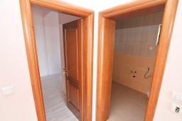 Гостиная. Продается квартира в Биела. 58м2, гостиная, 1 спальня, терраса с видом на море, 100 метров до пляжа, цена - 87'000 Евро. в Биеле