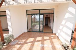 Терраса. Продается квартира в Биела. 58м2, гостиная, 1 спальня, терраса с видом на море, 100 метров до пляжа, цена - 87'000 Евро. в Биеле