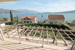 Вид на море. Продается двухуровневая квартира в Биела. 103м2, гостиная, 2 спальня, терраса и балкон с шикарным видом на море, 100 метров до пляжа, цена - 154'500 Евро. в Биеле