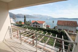 Балкон. Продается квартира в Биела. 78м2, гостиная, 1 спальня, балкон с шикарным видом на море, 100 метров до пляжа, цена - 124'800 Евро. в Биеле