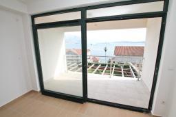 Гостиная. Продается квартира в Биела. 78м2, гостиная, 1 спальня, балкон с шикарным видом на море, 100 метров до пляжа, цена - 124'800 Евро. в Биеле
