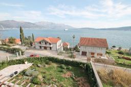 Вид на море. Продается квартира в Биела. 119м2, гостиная, 2 спальня, 3 балкона с шикарным видом на море, 100 метров до пляжа, цена - 190'400 Евро. в Биеле