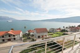 Вид на море. Продается квартира в Биела. 86м2, гостиная, 2 спальня балкон с шикарным видом на море, 100 метров до пляжа, цена - 137'600 Евро. в Биеле