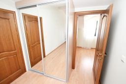 Спальня. Продается квартира в Биела. 86м2, гостиная, 2 спальня балкон с шикарным видом на море, 100 метров до пляжа, цена - 137'600 Евро. в Биеле