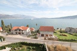 Вид на море. Продается квартира в Биела. 64м2, гостиная, 1 спальня, 2 балкона с шикарным видом на море, 100 метров до пляжа, цена - 102'400 Евро. в Биеле