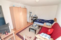 Студия (гостиная+кухня). Продается квартира-студия в Игало. 46м, гостиная, кухня, терраса с видом на море, 600 метров до пляжа, цена - 60'000 Евро. в Игало