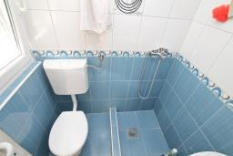 Ванная комната. Продается квартира-студия в Игало. 46м, гостиная, кухня, терраса с видом на море, 600 метров до пляжа, цена - 60'000 Евро. в Игало