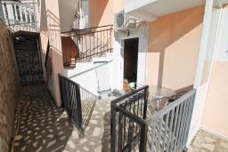 Терраса. Продается квартира-студия в Игало. 46м, гостиная, кухня, терраса с видом на море, 600 метров до пляжа, цена - 60'000 Евро. в Игало