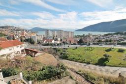 Вид на море. Продается квартира в Игало. 56м, гостиная, 2 спальни, 2 балкона с видом на море, 600 метров до пляжа, цена - 89'600 Евро. в Игало