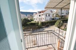 Балкон. Продается квартира в Игало. 56м, гостиная, 2 спальни, 2 балкона с видом на море, 600 метров до пляжа, цена - 89'600 Евро. в Игало