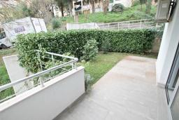 Терраса. Продается квартира в Герцег-Нови, Савина. 52м2, гостиная, 1 спальня, терраса с видом на море, 150 метров до пляжа, цена - 135'200 Евро. в Герцег Нови