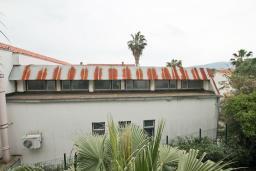 Вид. Продается квартира в Герцег-Нови, Савина. 65м2, гостиная, 2 спальни, балкон, 150 метров до пляжа, цена - 143'000 Евро. в Герцег Нови