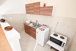 Кухня. Продается квартира в Тивате, Селяново. 122м2, гостиная, 3 спальни, 2 ванные комнаты, большой балкон, 400 метров до моря, цена - 160'000 Евро.  в Селяново
