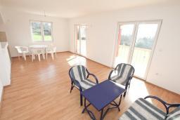 Гостиная. Продается квартира в Тивате, Селяново. 122м2, гостиная, 3 спальни, 2 ванные комнаты, большой балкон, 400 метров до моря, цена - 160'000 Евро.  в Селяново