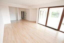 Гостиная. Продается квартира в Герцег-Нови, Топла. 132м2, гостиная, 3 спальни, 2 ванные комнаты, терраса с видом на море, 400 метров до моря, цена - 230'000 Евро. в Герцег Нови