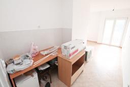 Гостиная. Продается квартира в Герцег-Нови, Топла. 35м2, гостиная, 1 спальня, 400 метров до моря, цена - 55'000 Евро. в Герцег Нови