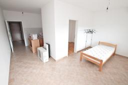 Гостиная. Продается квартира в Герцег-Нови, Топла. 43м2, гостиная, 1 спальня, балкон, 400 метров до моря, цена - 65'000 Евро. в Герцег Нови
