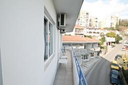 Балкон. Черногория, Герцег-Нови : Студия для 3 человек, с балконом с видом на море, 100 метров до пляжа