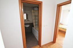 Коридор. Продается квартира в Герцег-Нови, Савина. 139м2, гостиная, 2 спальни, 2 ванные комнаты, терраса с видом на море, возле пляжа, цена - 500'000 Евро. в Герцег Нови