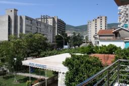 Вид. Черногория, Игало : Люкс апартамент с отдельной спальней в центре Игало
