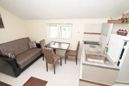 Гостиная. Продается квартира в Герцег-Нови, Савина. 28м2, гостиная, 1 спальня, 60 метров до моря, цена - 55'000 Евро. в Герцег Нови