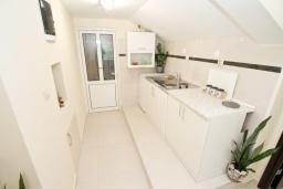 Студия (гостиная+кухня). Продается квартира-студия в Герцег-Нови, Савина. 18м2, балкон с видом на море, 60 метров до пляжа, цена - 52'000 Евро. в Герцег Нови