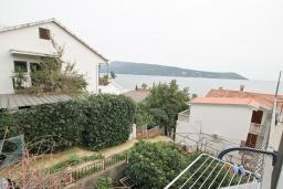 Вид на море. Продается квартира-студия в Герцег-Нови, Савина. 18м2, балкон с видом на море, 60 метров до пляжа, цена - 52'000 Евро. в Герцег Нови