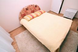 Спальня 2. Черногория, Зеленика : Апартамент для 4-6 человек, с большой гостиной, с 2-мя отдельными спальнями, с балконом