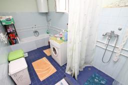 Ванная комната. Черногория, Зеленика : Апартамент для 4-6 человек, с большой гостиной, с 2-мя отдельными спальнями, с балконом