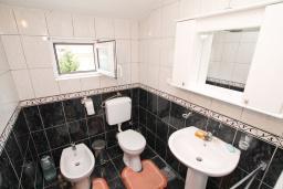 Ванная комната. Черногория, Зеленика : Апартамент с большой гостиной, с отдельной спальней, с 2-мя балконами