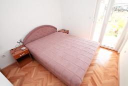 Спальня. Продается квартира в Игало, Гомила. 36м2, гостиная, 1 спальня, большая терраса, 700 метров до моря, цена - 65'000 Евро. в Игало