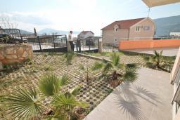 Терраса. Продается квартира в Игало, Гомила. 36м2, гостиная, 1 спальня, большая терраса, 700 метров до моря, цена - 65'000 Евро. в Игало