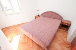 Спальня. Продается квартира в Игало, Гомила. 33м2, гостиная, 1 спальня, большая терраса, 700 метров до моря, цена - 65'000 Евро. в Игало