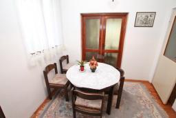 Гостиная. Продается 3-х этажный дом в Баошичи. 238м2, гостиная, 8 спален, 3 ванные комнаты, 3 туалета, 3 балкона, сарай 30м2, участок 330м2, 50 метров до пляжа, цена - 620'000 Евро. в Баошичи