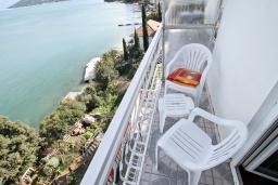 Балкон. Черногория, Нивице : Комната для 2 человек, с балконом с шикарным видом на море, 30 метров до пляжа