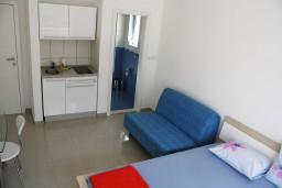 Студия (гостиная+кухня). Черногория, Игало : Современная студия в центре Игало