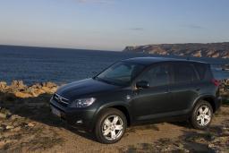 Toyota RAV4  2.2 механика : Черногория