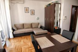 Studio (living room & kitchen). Montenegro, Budva : Studio in Budva