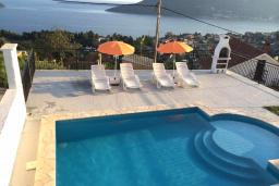 Swimming pool. Montenegro, Herceg-Novi : House with 4 bedrooms in Herceg-Novi for 10 guests