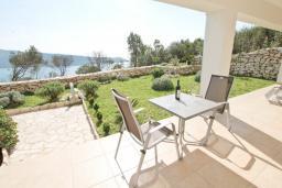 Вид на море. Черногория, Герцег-Нови : Просторный современный апартамент с 1 спальней, с террасой и шикарным видом на море