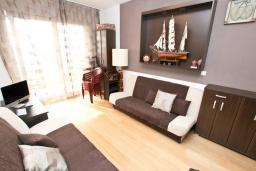 Студия (гостиная+кухня). Черногория, Добра Вода : Уютная студия для 2-4 человек, с террасой с шикарным видом на море