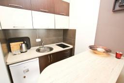 Кухня. Черногория, Добра Вода : Уютная студия для 2-4 человек, с террасой с шикарным видом на море